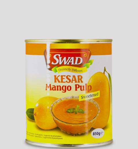 Swad Kesar Mango Pulp 850g Produktbeschreibung Kesar Mango Pulp (gezuckert) werden zu Mangopüree verarbeitet. Es eignet sich hervorragend zu kalten oder warmen Gerichten, zum Kochen oder Backen, zu Desserts oder Eis