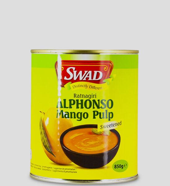 Swad Alphonso Mango Pulp 850g Produktbeschreibung Alphonos Mango Pulp (gezuckert) werden zu Mangopüree verarbeitet. Es eignet sich hervorragend zu kalten oder warmen Gerichten, zum Kochen oder Backen, zu Desserts oder Eis