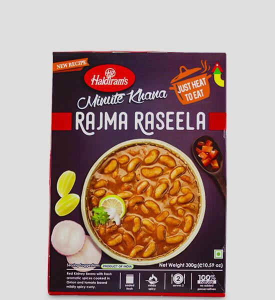 Haldirams Just Heat to Eat Rajma Raseela 300g Produktbeschreibung Fertiggericht - Rote Kidney Bohnen mit frischen, aromatischen Gewürzen, gekocht in leicht scharfem Zwiebel- und Tomatencurry. Heat & Eat Rajma Raseela from Haldirams - Red Kidney Beans with fresh aromtic spices cooked in Onion and tomato based mildly spicy curry.